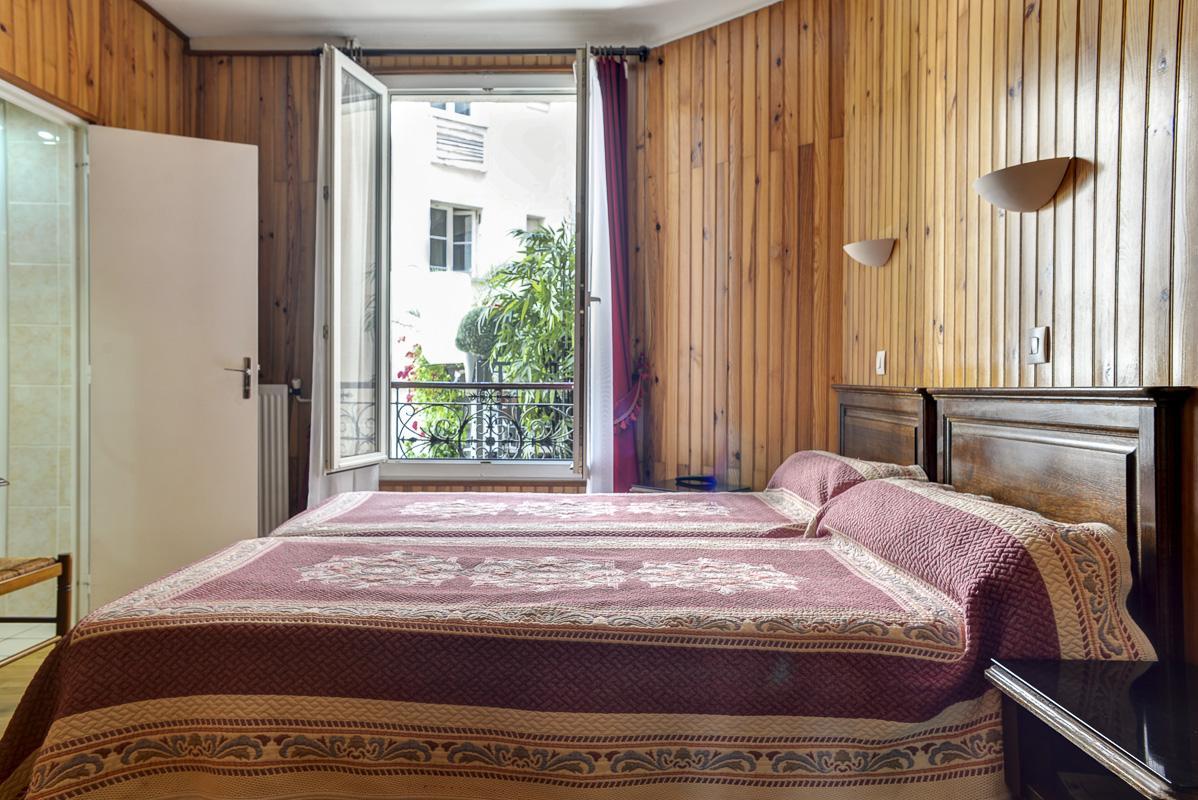 hotel moins cher gare du nord. Black Bedroom Furniture Sets. Home Design Ideas